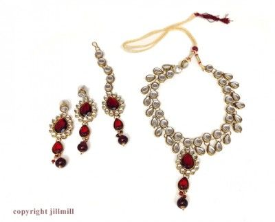 #dangling #kundan set with #necklace , #earrings and a #pendant String to adorn your #forehead
