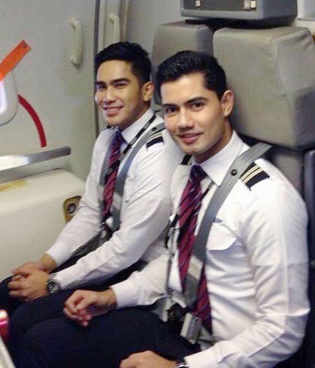 Pin By Dewo On Men In Uniform In 2019  Flight Attendant