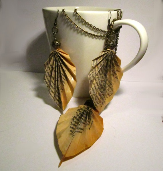 Vintage Book Page Leaf Jewelry: Vintage Books, Books Pages, Books Art, Repurposed Books, Book Pages, Books Libraries