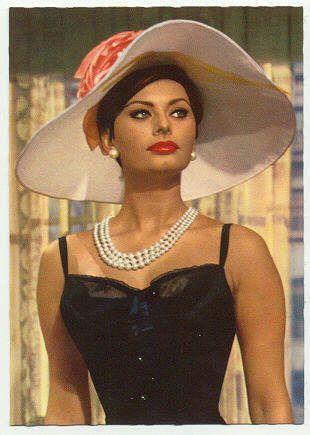 Sofia Loren in beautiful pearls