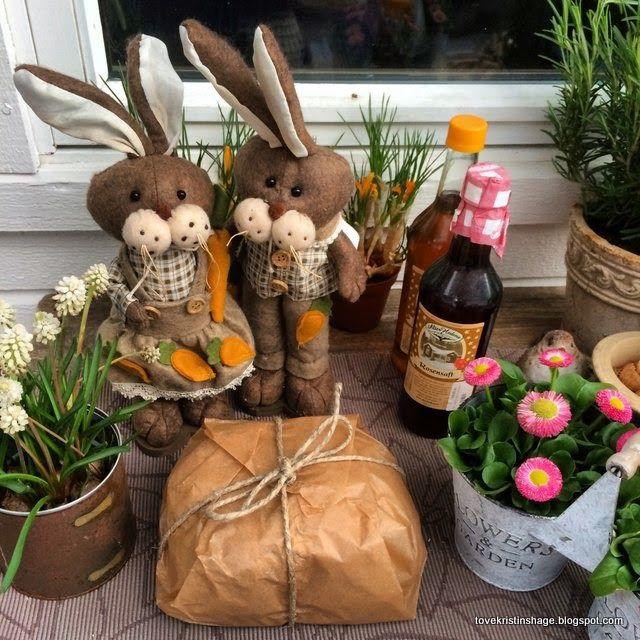 Tove Kristins Hage: Fikk pakke og inni var det et herlig måltid. påske og påskegleder, vår og hagegleder, brød i gave.