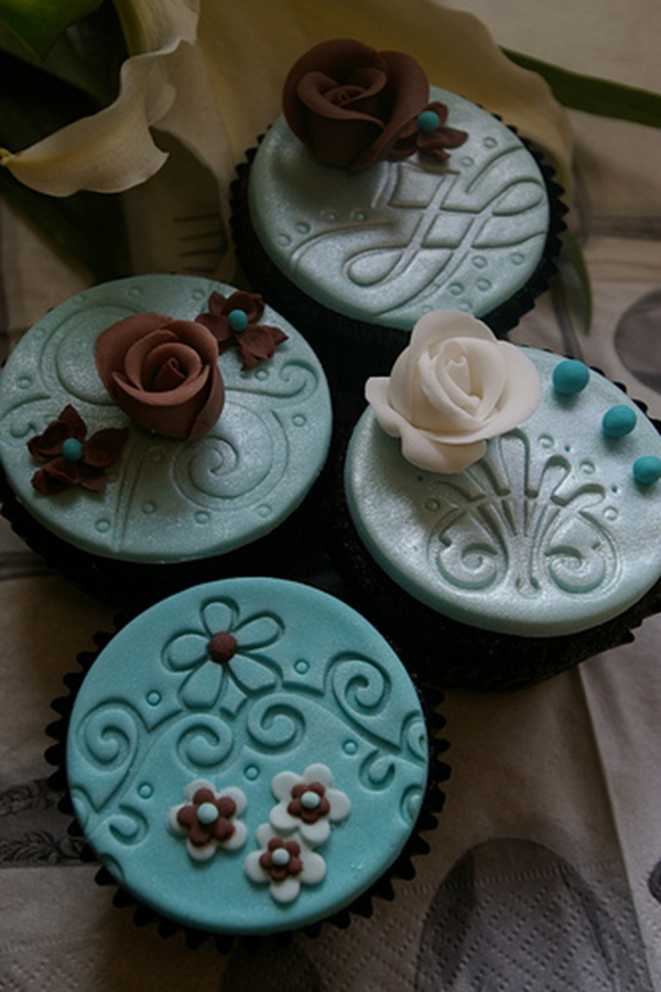 Such elegant and fancy fun cupcakes.