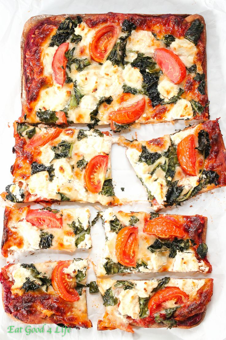 kale goat cheese pizza. If you want to start incorporating kale into  your diet this is a great way #pizza #kale
