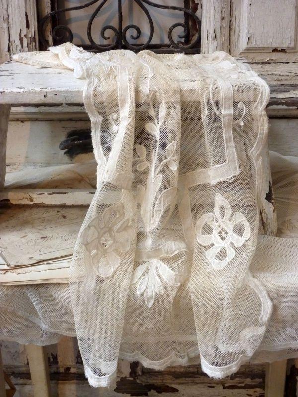 ⌖ Linen & Lace Luxuries ⌖  gorgeous lace panel