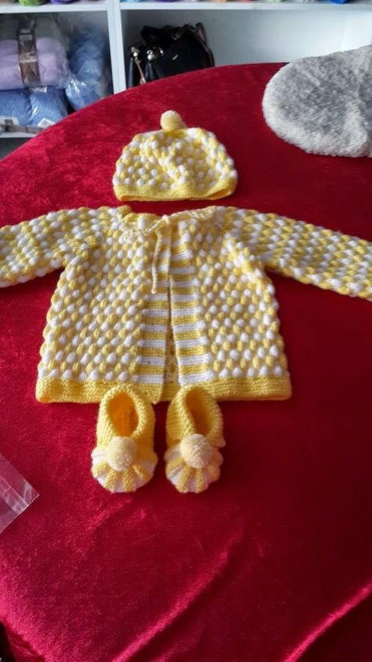 Sarı beyaz örgü bebek hırka yapılışı