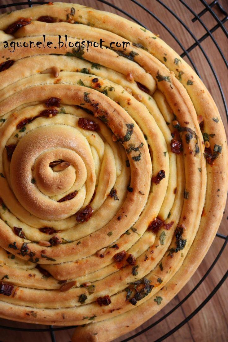 Vakar buvo susineštinis griliaus vakarėlis (šiandien pas mus laisva :))) tai ši duonelė dingo akimirksniu o visos kitos kitų atsineštos...