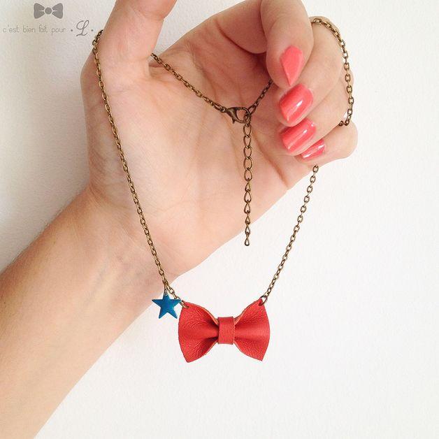 Colliers, Collier PAULETTE | petit noeud en cuir rouge est une création orginale de c-est-bien-fait-pour-L sur DaWanda