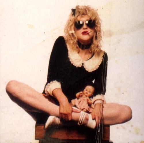 courtney love knows how to rock the kinderwhore(: