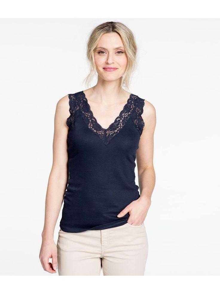 Hos KappAhl hittar du ett ribbat linne med spets vid ringning från Hampton Republic 27. Köp online eller i butik nära dig!