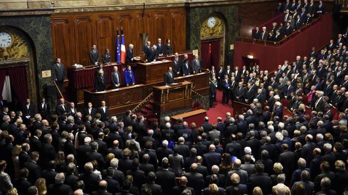 """VIDEO. Congrès à Versailles : """"La Marseillaise"""" chantée par les parlementaires après le discours de Hollande"""