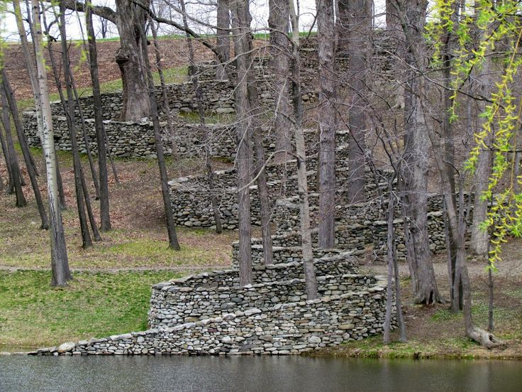 Storm King Wall (1997-98) 2,278-foot stone wall, Storm King Art Center at the Hudson River in Mountainville, New York, 1997-98 (by Andy Goldsworthy)