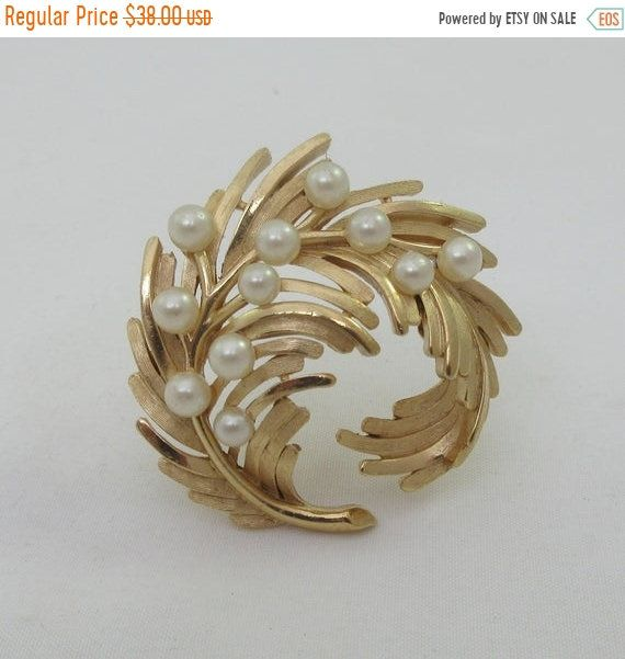 Vintage Crown TRIFARI Stylized Feather Leaf Pin Brooch Brushed /& Shiny Goldtone