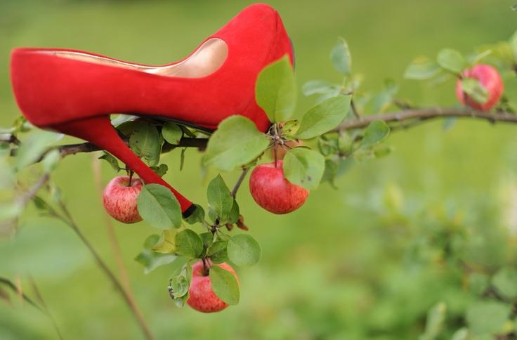 Punaiset korkokengät - Red Heels