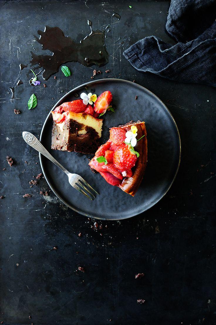 Cheesecake brownie with roasted strawberries