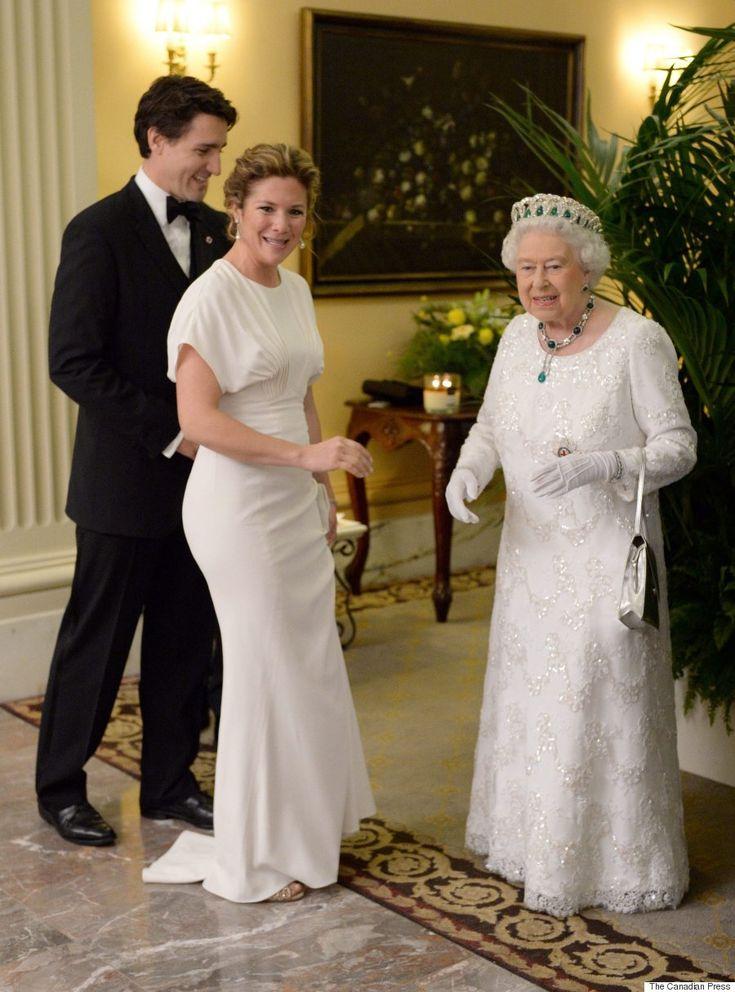 Sophie Grégoire-Trudeau magnifique en blanc pour rencontrer la reine (PHOTOS)
