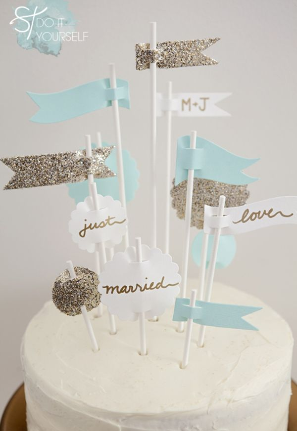 DIY wedding // make your own darling 'party flags' wedding cake topper in less than 30 minutes #diywedding #diy #caketopper