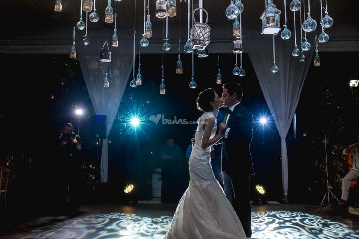 Si aún no han decidido nada en cuanto al vals de boda aquí les contamos todo lo que deben tener en cuenta a la hora de elegirlo.