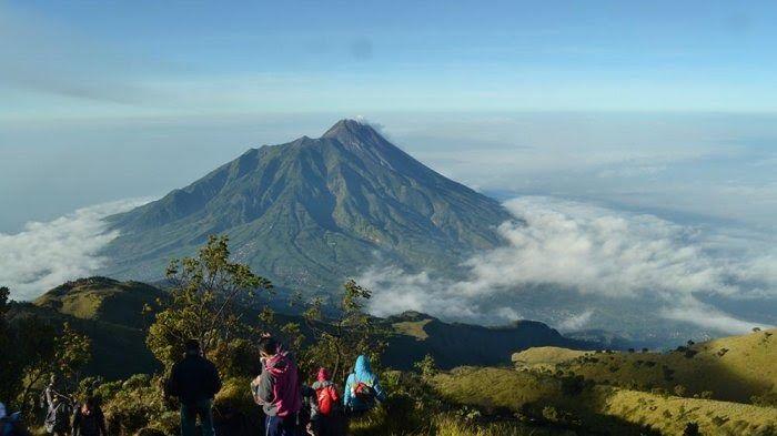 30 Pemandangan Indah Gunung Merapi Subhanallah Misteri Keindahan Pemandangan Merapi Tampak Download Memandang Gaga Di 2020 Pemandangan Gunung Merapi Gunung Berapi