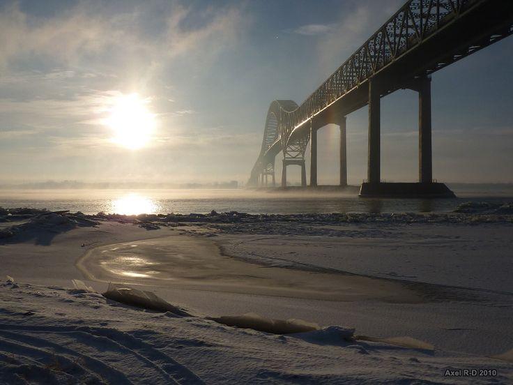 Il fait froid au bord du fleuve Saint-Laurent