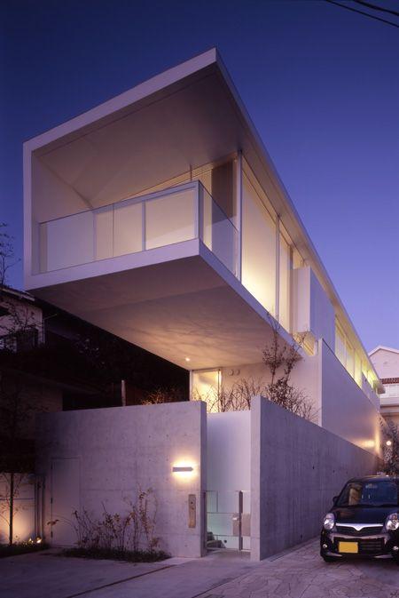 Family home in Tokyo by  Yasuhiro Yamashita of Atelier Tekuto.