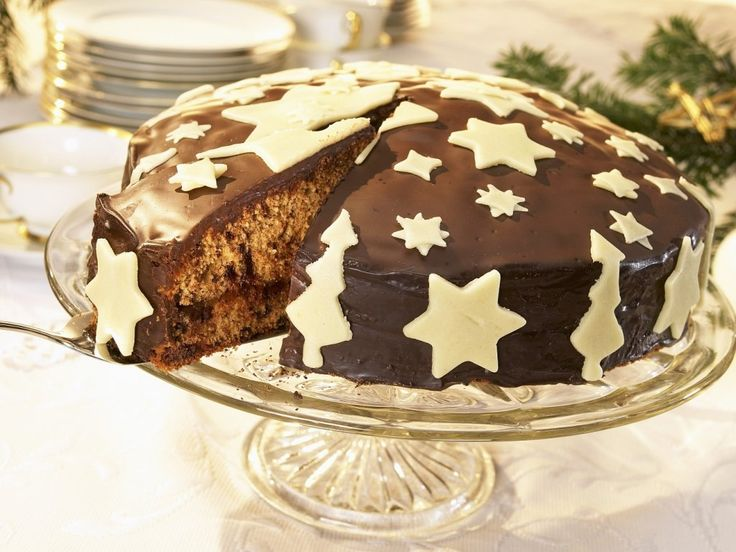 Десерт получает высший балл за простоту. Супер сочный и лёгкий шоколадный торт.Такой торт станет не только чудесным завершением праздничного ужина, но и любимым десертом на выходные.Если торт будут есть дети, замените коньяк апельсиновым соком, слегка уваренном с небольшим количеством сахара. Количество шоколада добавляемого в тесто можно заменить какао порошком.  Распечатать