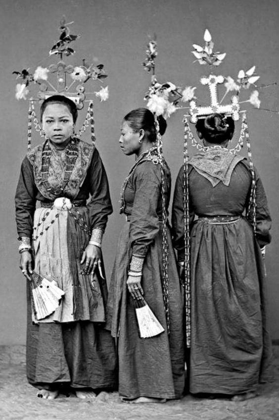 """Tandako pajogé"" dancers. Pasere Maloku, Sulawesi. Photographed by Hendrik Veen. 1870."