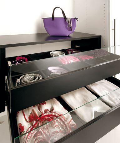 Amazing  Begehbarer Kleiderschrank Schubladeneinsatz mit Glasfront bei H lsta Die leichtl ufige Schublade mit Selbsteinzug aus dem
