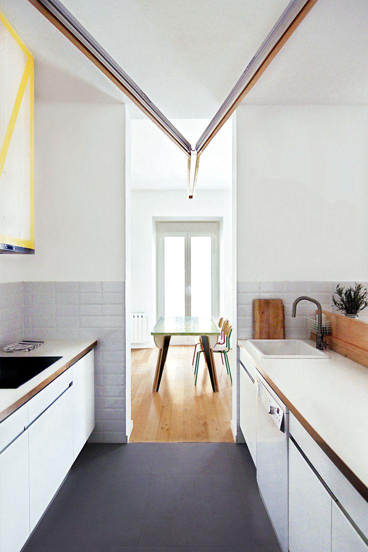 La cocina es de ikea y la l mpara la barra y la campana for Barras de cocina ikea