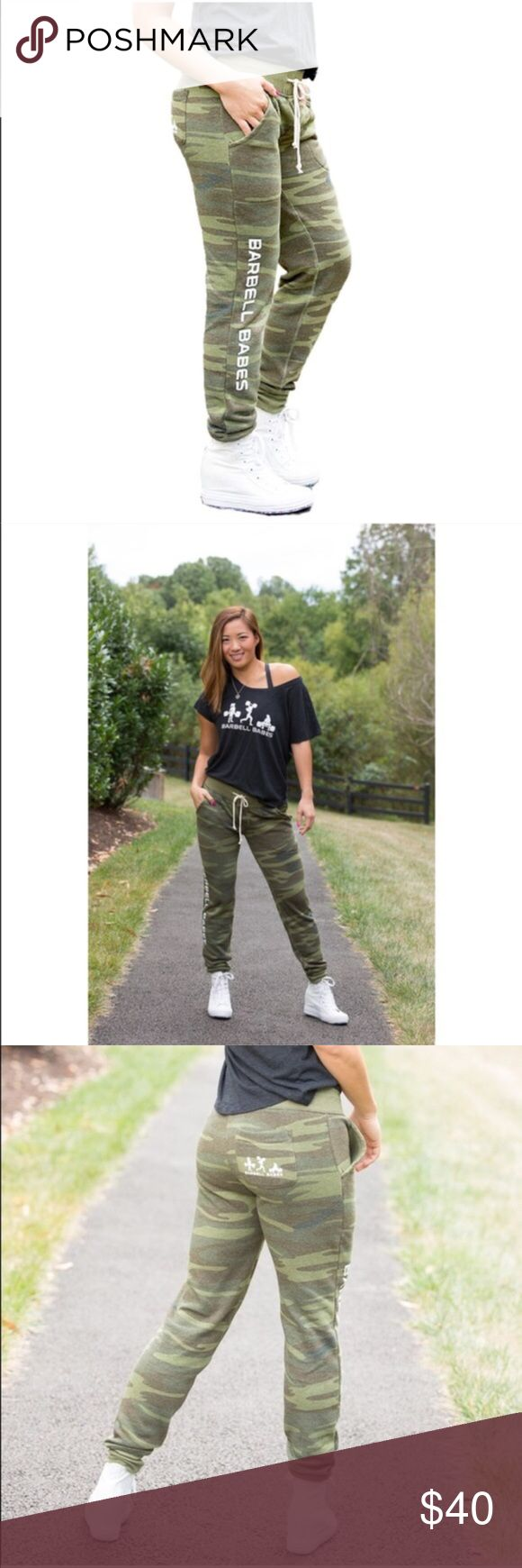 🆕 Barbell Babes Camo Fleece Joggers Pants S Barbell Babes Fleece Joggers in Camo. True to size. Natural piling occurs in this fabric, especially in areas of friction, like the inner thighs. 🚫 No trades. No holds. 📦 Fast shipping! Barbell Babes Pants Track Pants & Joggers