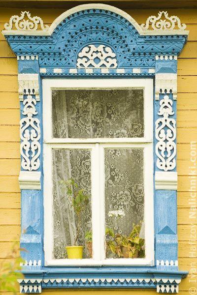Old carved wooden window from small town Myshkin, Yaroslavl oblast. Старинный деревянный резной наличник из Мышкина Ярославской области.