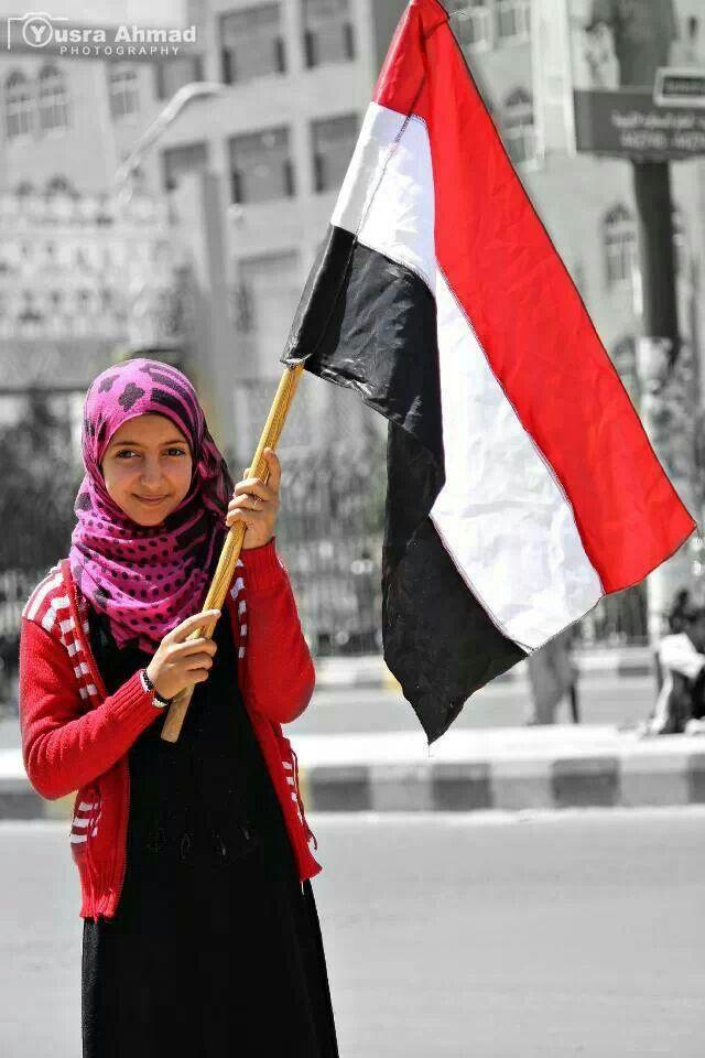 Yemeni  girl and the flag of Yemen