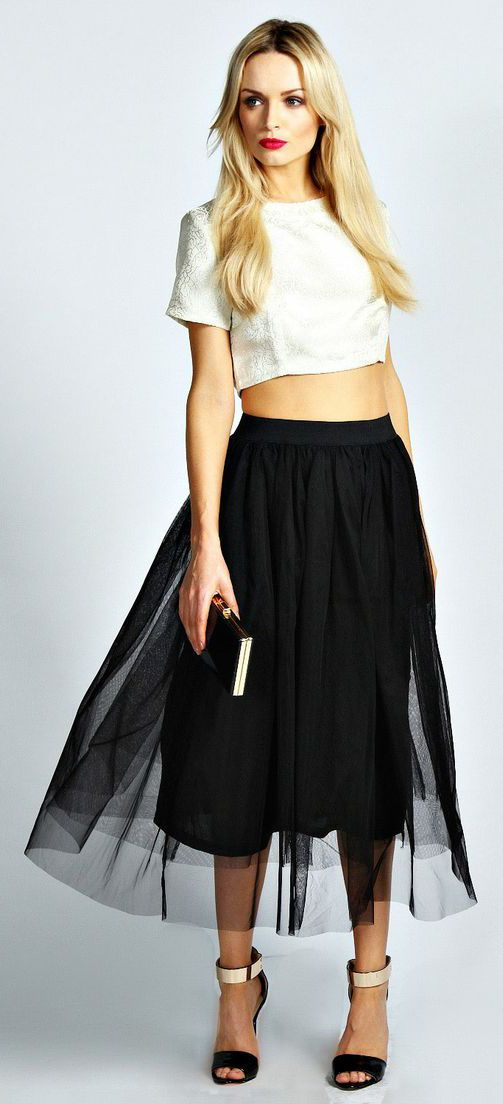 a68242d2f Cute black tulle skirt + cropped tee   fashion   Fashion, Black midi skirt,  Skirts