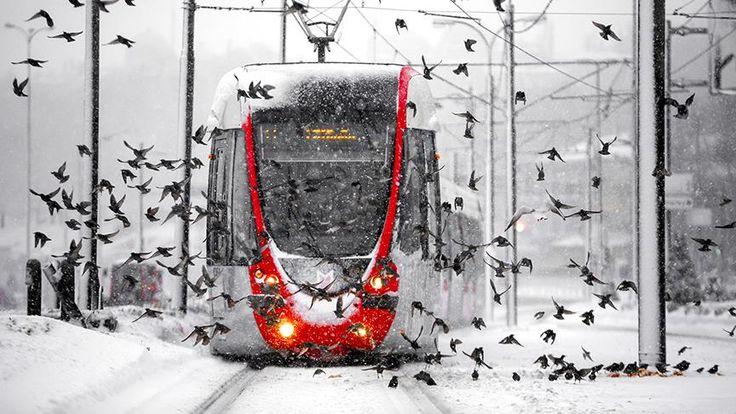 İstanbul, çarşamba günü öğle saatlerinden itibaren kar yağışlı havanın etkisi altına girecek.