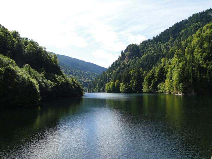 Rezultatele căutării de imagini Google pentru http://www.inromania.info/assets/images/lacuri/petrimanu/lacul-petrimanu.jpg
