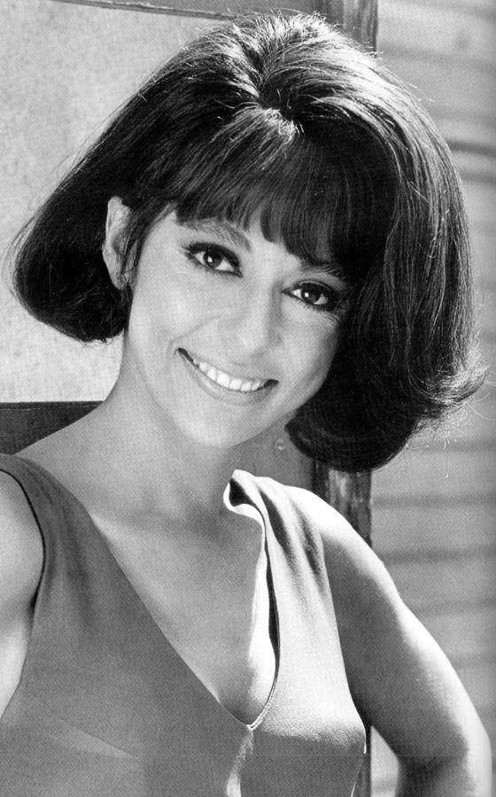 """RITA MORENO (1961) por """"West side story""""."""