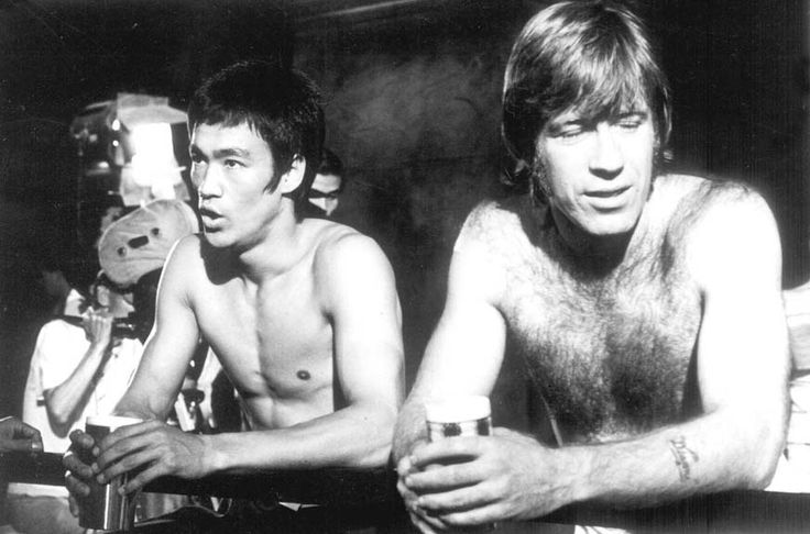 Bruce Lee and Chuck Norris on the set of The way of the dragon directed by Bruce Lee, 1972