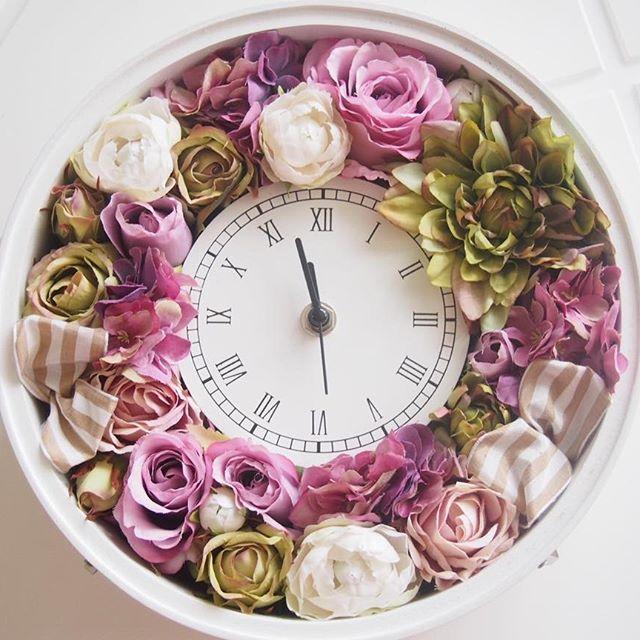 花時計レッスンにお越しくださいましたI様の作品です パープルメインのとてもいいです素敵な時計に仕上がりました✨ #花時計 #アーティフィシャルフラワー #artificial #artificialflower #時計 #ホワイト #フルール #ラフルール #ダリア#ポーセラーツ #ポーセラーツ名古屋 #薔薇 #white #green #エレガント #清潔感 #紫陽花 #リボン#ストライプ #可愛い#おしゃれ  #習い事 #名古屋 #東区泉 #ウエディング #贈呈品 #プレゼント #wedding #アロマハイストーン名古屋 #結婚祝い