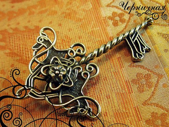 Key  antique pendant  middle age  handmade key L13821