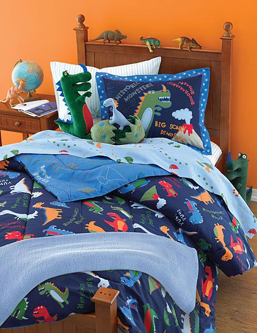 <br><li>Dinosaur-print bedding set delightfully makes over your child's bedroom decor<li>Make bedtime fun with prehistorically-themed bedroom ensemble<li>Bedding ensemble includes everything you need to turn your child's bedroom into a jurrasic park