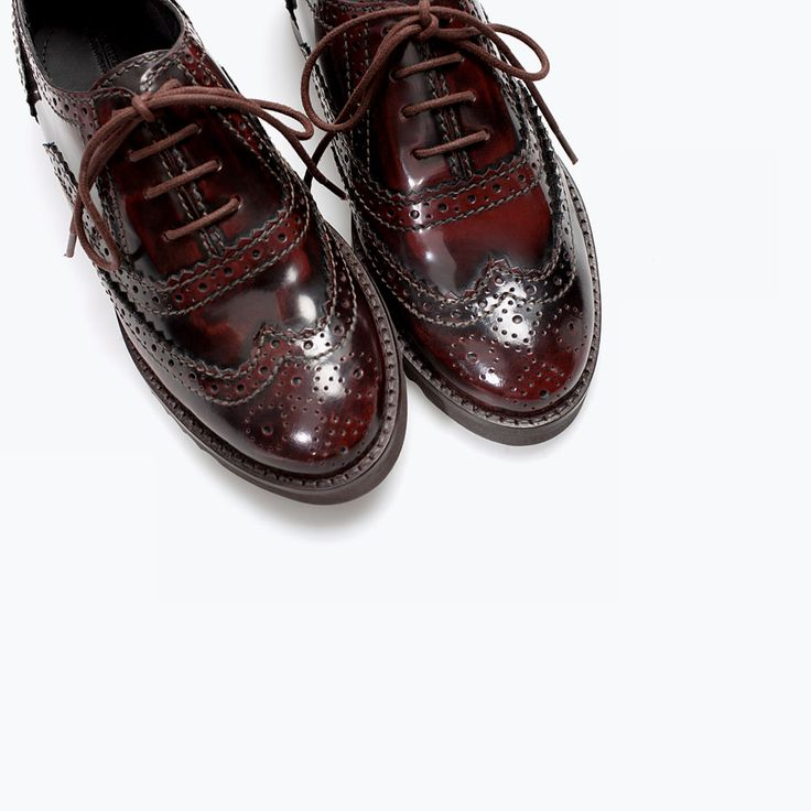 Image 4 de Derbys en cuir perforés de Zara