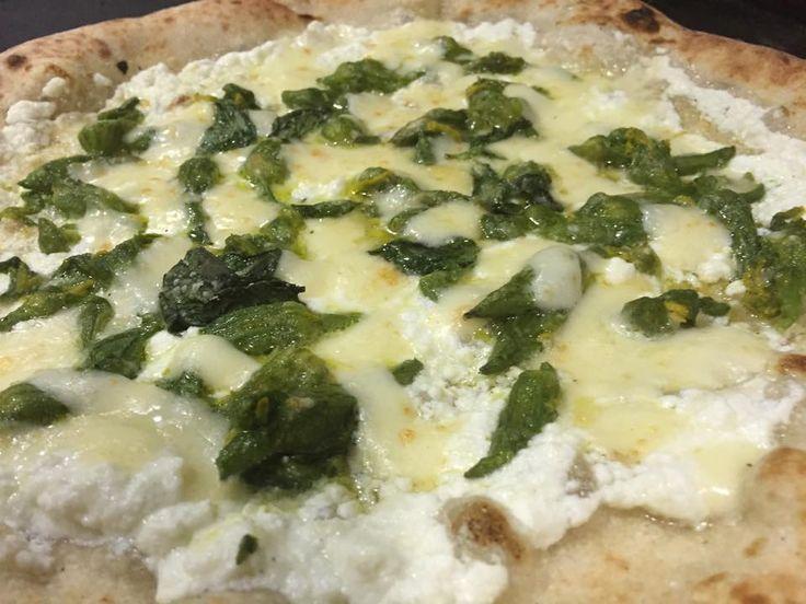 La pizza del sabato oggi la diamo di domenica. Antonio Tammaro e la sua Tiberio.  http://www.ditestaedigola.com/la-pizza-del-sabato-la-tiberio-di-antonio-tammaro/