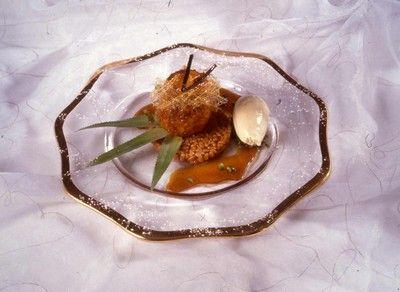 """750g vous propose la recette """"L'ananas rôti au caramel d'épices, riz de Camargue soufflé"""" notée 4/5 par 2 votants."""