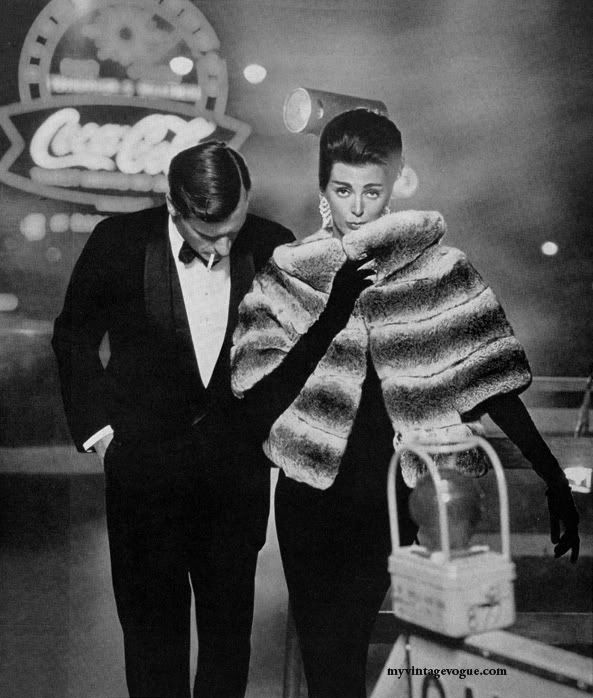 1960 -- why oh why can't I just walk down the street dressed like that?? Sigh...it was so much more glamorous back then. If I walked down the street in that outfit now, people would probably think I was mentally ill. So sad because I really wanna wear that!!!!