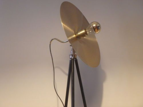 Designer-pezzo-unico-Treppiede-Lampada-Bauhaus-Art-Deco-Lampada-disco-solare-effetto