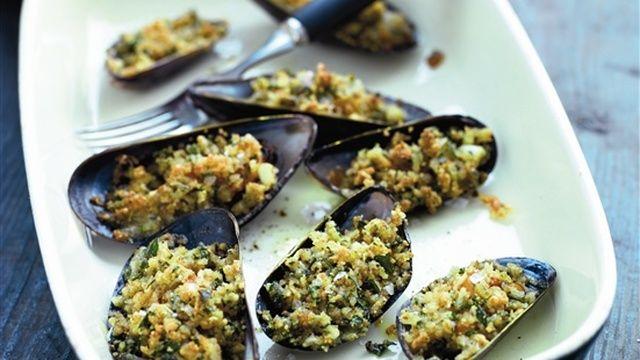 Gratinerade musslor med parmesan, persilja och vitlök - myTaste.se