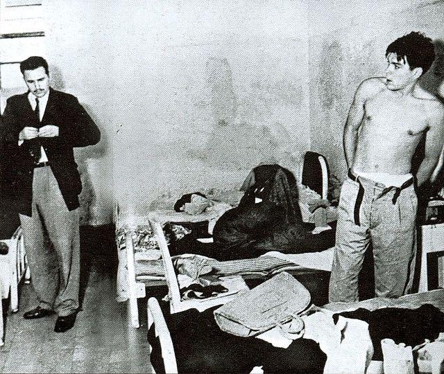 Fidel Castro y Ernesto Che Guevara en la prisión Miguel E. Schultz en México tras ser arrestados en 1956. Foto: APIC / Euro Press / Gettyt. Tras ser puesto en libertad, Castro y su grupo fundan en la clandestinidad el Movimiento 26 de Julio (M-26-7), dirigiéndose a México para organizar la lucha armada. Allí se les une el Che Guevara. Sin embargo en junio de 1956 parte del grupo es detenido por la policía mexicana, ingresando de nuevo en prisión.