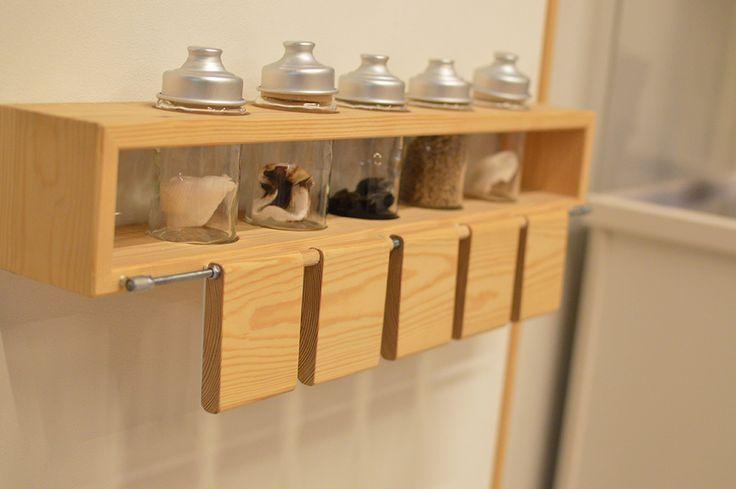 Viimeistään näyttelyn nuuhkuttelupiste palauttaa museovierailijan aikaan, jolloin Merikosken partaalla tuoksuivat huumaavat tuoksut ja taskussa kuumotti karkkiraha. Luuppi, Oulu (Finland)