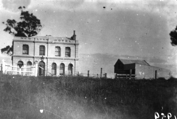 New Lynn Hotel & stables, Great North Road - recently demolished (pre 2012). Photo c.1910.