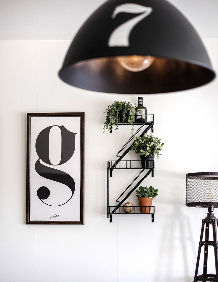 G a fire escape shelf! #fireescapeshelf #brandstegshylla #grafstaddesignbyrå #hylla #shelf