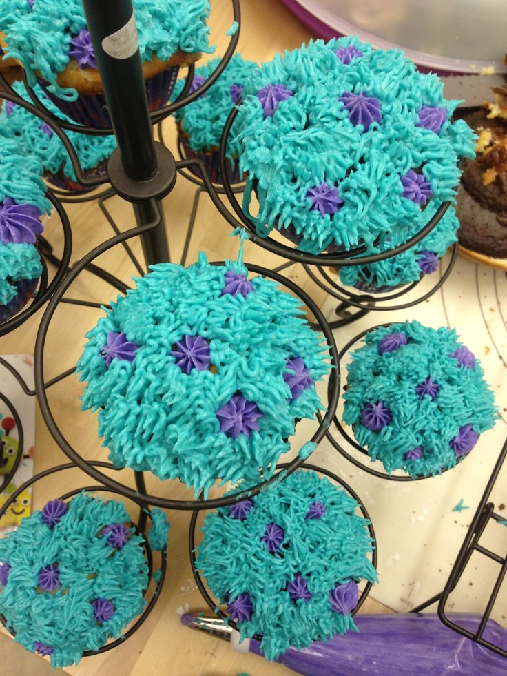 The cupcakes to go with the Monsters University cake